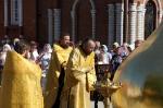 Освящение и поднятие купола и креста на колокольню